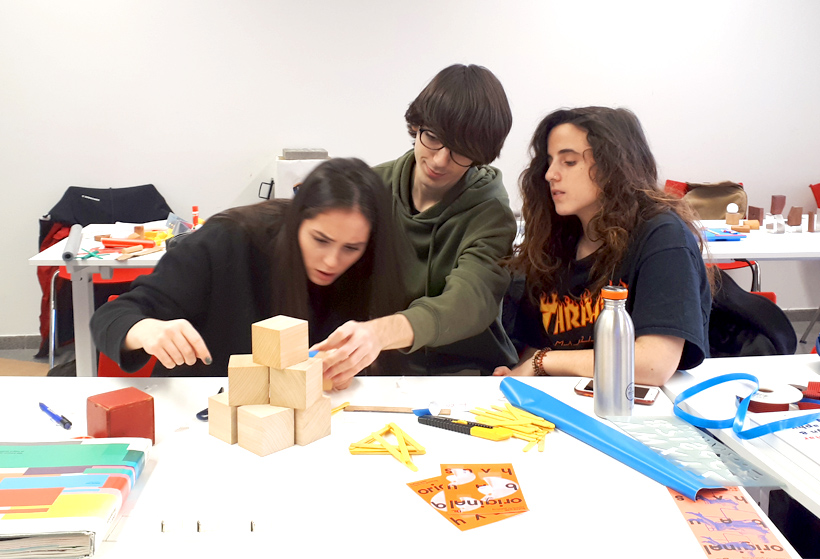 2019 Elisava Workshop with Joris Debo & Lisi Badia Show us your type
